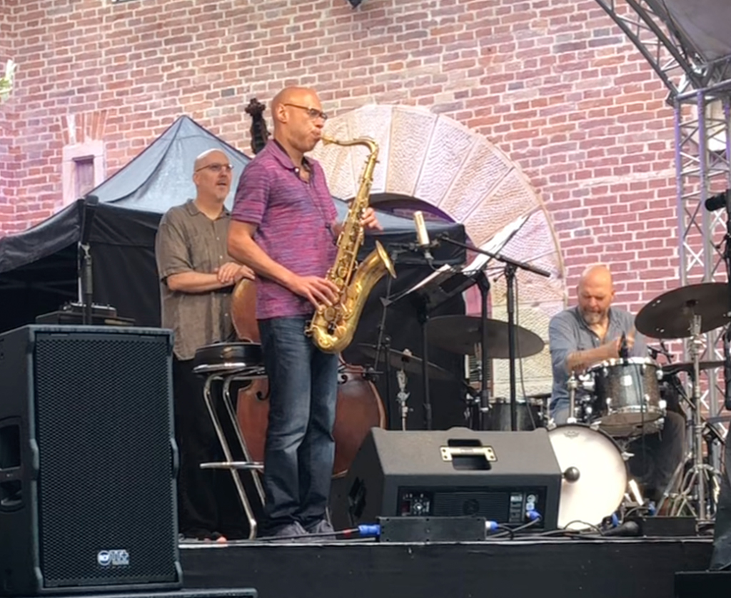Joshua Redman playing the Amsterdam Winds tenor