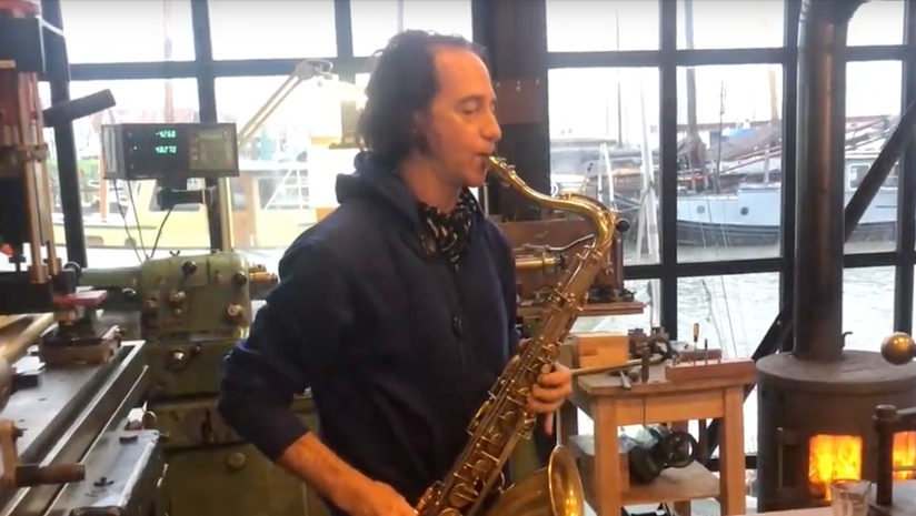 Jimmy Halperin playing his Amsterdam Winds neck
