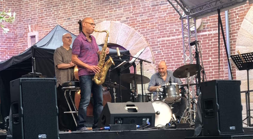 Joshua Redman playing the Amsterdam Winds tenor saxophone
